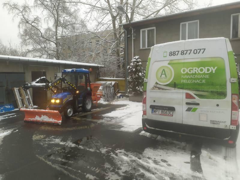 Usługa traktorem 18